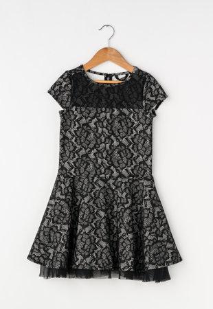 Rochie negru cu alb cu dantela pe exterior