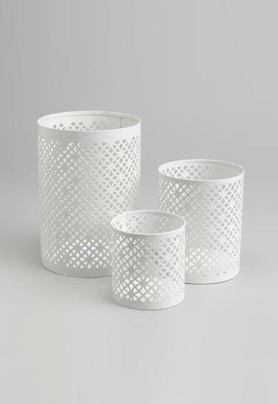 Set alb de suporturi pentru lumanare cu perforatii – 3 piese de la Amadeus