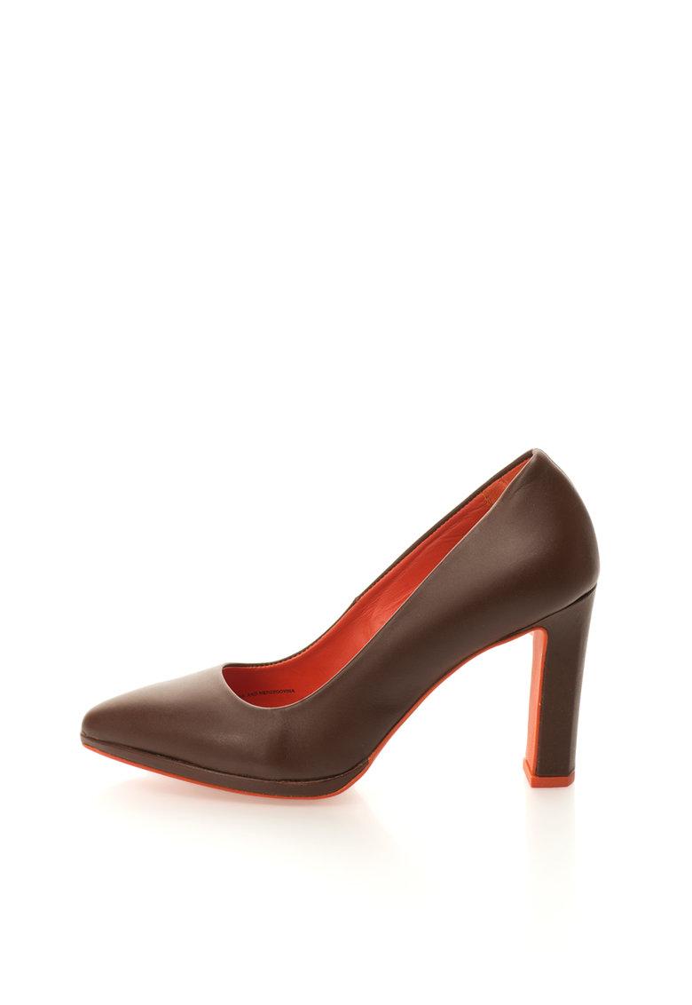 Pantofi maro ciocolatiu de piele cu varf ascutit de la United Colors Of Benetton