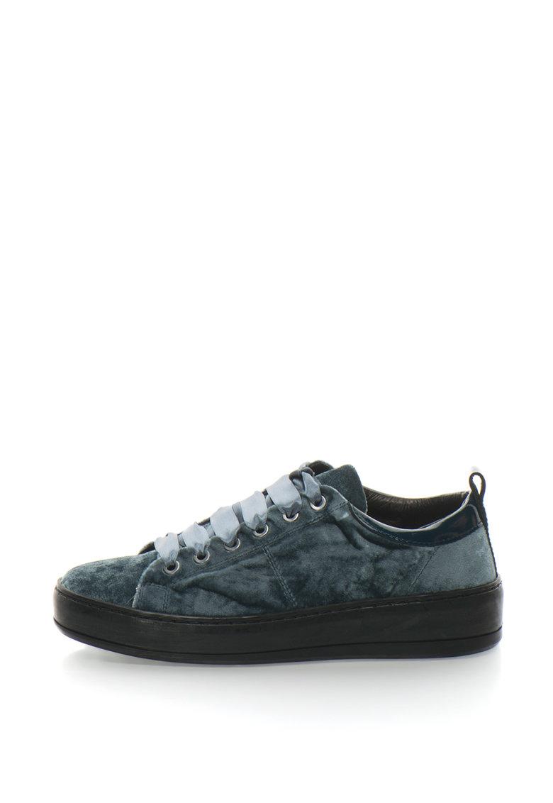 Pantofi sport de catifea cu garnitura de piele lacuita