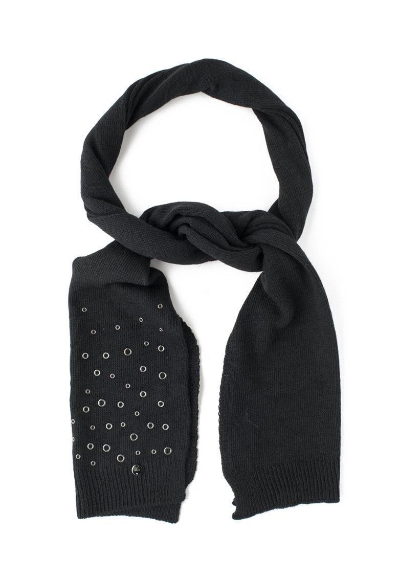 Fular tricotat cu detalii metalice