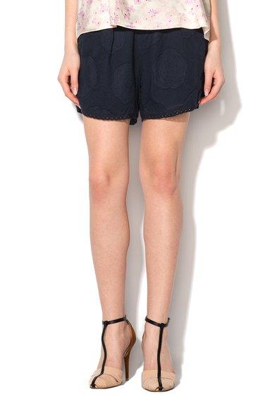 Pantaloni scurti bleumarin cu detalii florale si garnituri broda de la by Ti Mo