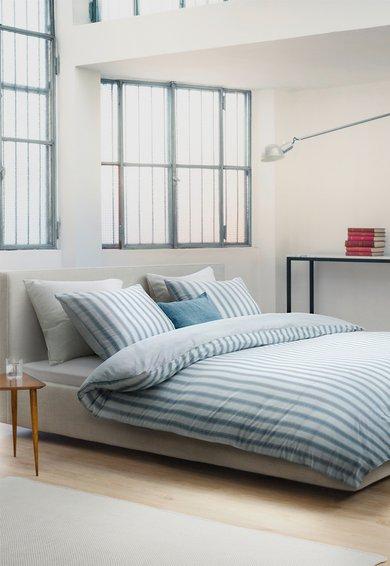 Set de pat alb cu bleu in dungi Vall