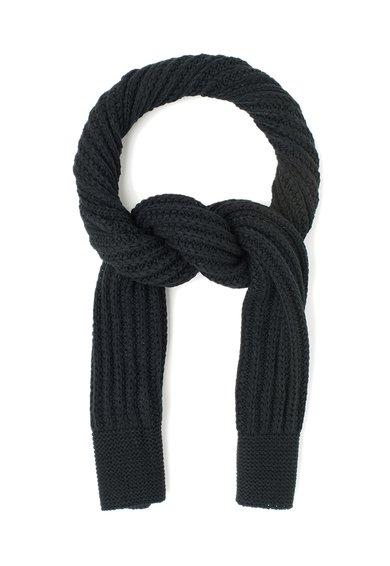 Fular negru tricotat de la GUESS