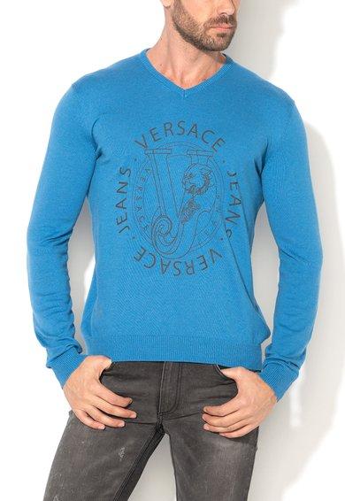 FashionDays.ro: Pulover albastru tricotat fin si cu imprimeu logo VERSACE JEANS