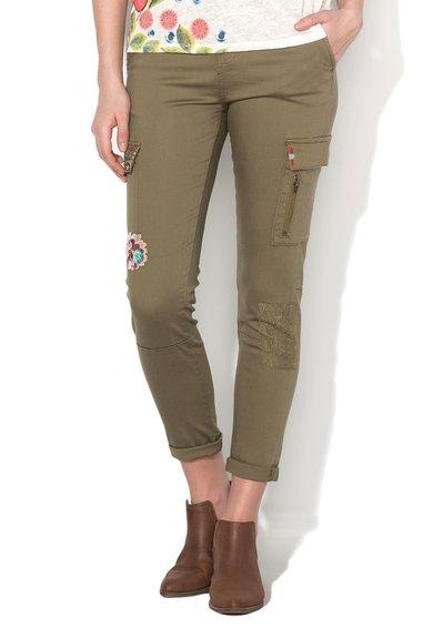 Desigual Pantaloni cargo verde militar cu broderii multicolore Luz